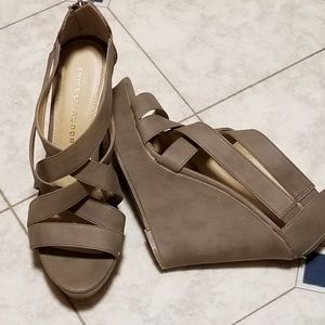"Chinese Laundry taupe 5"" platform shoes size 10M"